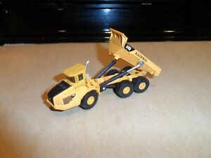 HO SCALE ARTICULATED DUMP TRUCK
