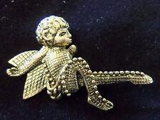 FUNKY COOL Textured ORNATE Antiqued Goldtone WINGED BOY (CUPID?) Brooch 13EBR16