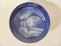 Royal Copenhagen Porcelain Christmas Plate 1975, The Queen's Christmas Residence