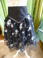 jupe noire ,tulle ,2superposition s ,tissusbrillanté ,légére ,féminine
