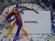 Chanel Tragetasche mit lila und gelbem Chanel Geschenkband Weihnachten 2017