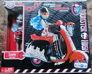 MONSTER HIGH GHOULIA YELPS TOYS R US EXCLUSIVE SCOOTER PLAYSET & EXCLUSIVE ITEMS