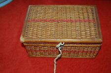 Ancienne boite à couture en osier - vintage -