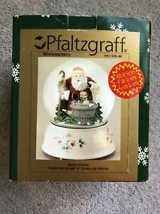 2002 Pfaltzgraff Winterberry 4th Musical Santa Snow Globe Santa Claus In Box