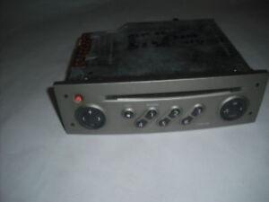 autoradio cd origine de renault scenic 2 tuner list 8200300860  (ref 2991 )
