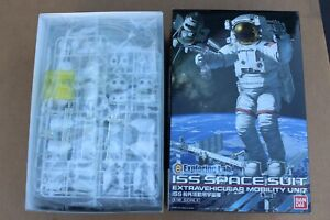 BANDAI EXPLORING LAB ISS SPACE SUIT NASA ACTIVITY MODEL KIT 1/10TH SPACESUIT