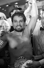 Old Boxing Photo Roberto Duran Celebrates Winning The Fight Against Iran Barkley