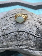 14KT YELLOW Gold OVAL JADE RING WITH WIDE RIDGED SHANK - SIZE 8 - ESTATE FRESH