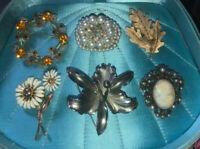 Jewelry Lot Vintage Mid Century Brooches,Flowers, Cameo, Gold Toned, Rhinestones