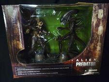 McFarlane Toys Alien & Predator Movie Maniacs 5 Deluxe Figure Box Set 2004