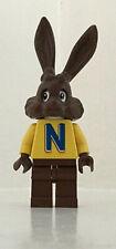 LEGO Studios 4051 NESQUIK Bunny - QUICKY THE RABBIT Minifigure + Stand RARE