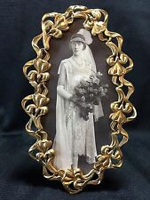 SPECTACULAR OVAL FRAME WITH MAGNIFICENT FLORAL BORDER