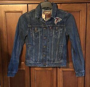 Levi's Atlanta Falcons Women's Blue Denim Trucker Full-button Jacket Sz S NWT