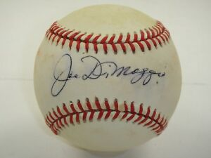JOE DIMAGGIO SINGLE SIGNED RAWLINGS BASEBALL BECKETT BAS CERTIFIED AUTOGRAPH.