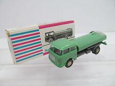 eso-10553DDR 1:87 Skoda Wasserwagen grün mit minimale Gebrauchsspuren