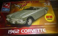 AMT 1962 CHEVY CORVETTE 50TH 1/25 MODEL CAR MOUNTAIN KIT FS