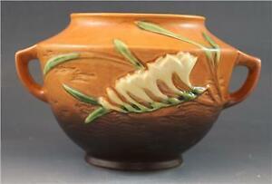 """C1940s Roseville Pottery Brown Freesia Pattern Short Handled Vase 463-5"""""""