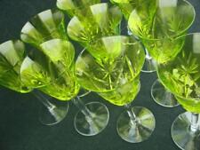 Un conjunto de 10 Copas De Jerez De Cristal Tallado Hermoso con un llamativo Verde Lima