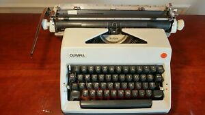 Vtg Olympia SM9 Deluxe Wide Carriage Portable Typewriter w/Case West Germany