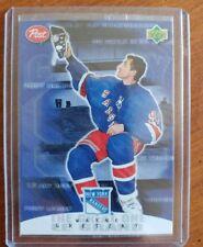1999-00 Post Wayne Gretzky #7 Wayne Gretzky hanging Up Skates