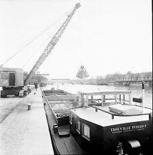 PARIS c. 1960 - Péniches Chargement - Négatif 6 x 6 - N6 P127