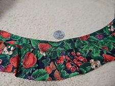 "Gathered Blanket Edging Green w/ Strawberries, Holly & Mistletoe 3Yds 20"" 2V"
