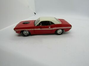 Maisto Red 1970 Dodge Challenger RT 1/24 Scale Car Free Shipping