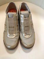 DKNY BRAND - LADIES FASHION SNEAKERS - SIZE 8 - TAN / GOLD -