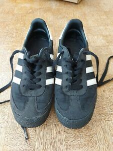 Adidas dragon unisex trainers Uk 3 Black Three Stripes in Very Good Condition