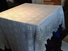 Très beau dessus de lit ancien, fait main, en coton bien blanc, belles finitions