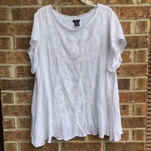 Torrid White Embroidered top size 3