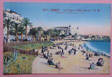 C95) CPA CANNES la plage et l'hôtel Carlton