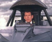 James Bond 007 Pierce Brosnan Boat 10x8 Photo