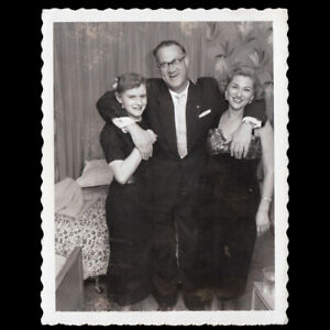 SEX ADDICTS SUBURBAN SWINGER GRABBY MAN & WILLING WOMEN ~ 1960s POLAROID PHOTO