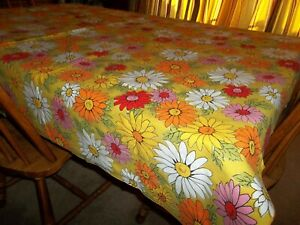 Vintage Flower Power Daisies 68 x 50 Tablecloth