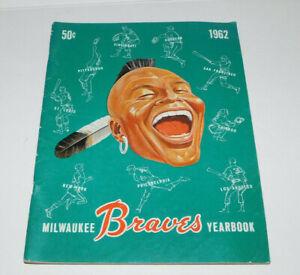 NEAT VINTAGE 1962 MILWAUKEE BRAVES YEARBOOK HANK AARON WARREN SPAHN BOB UECKER