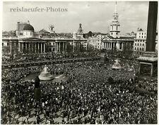 British H-Bomb marchers at the Trafalgar Square, Original-Photo from 1960