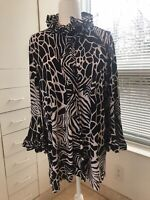 ALI MILES  L-NWT  black/white abstract tunic/top/jacket Stunning neck  & sleeve