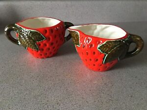 New Handcrafted Glazed Pottery Red STRAWBERRY w/ Leaf Creamer & Sugar Bowl