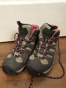 Keen Hiking Boots Womans 9.5