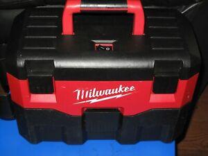 MILWAUKEE 18V HEAVY DUTY 7.5L WET/DRY VAC - M18 VC- BODY ONLY.