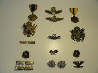 ORIGINAL NAMED WW2 US AIR FORCE GROUP LOT MEDALS PINS RIBBONS BARS BADGES ZE5