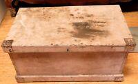 EARLY 1900s LARGISH WOODEN TRADEMANS / CARPENTERS TOOL TRUNK BOX.
