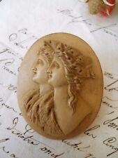 Camée Bas relief XIXème buste de femmes en stuc ou pierre ?
