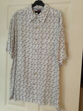 MENS LARGE WHITE WITH NAVY TOMMY HILFIGER PATTERN SHORT SLEEVED SHIRT