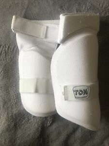 Ton Cricket Thigh Guard Pads Youth Junior Right Handed RH