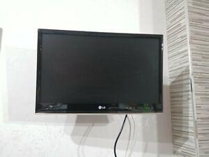 LG tv 21 pollici usato, funzionante con telecomando e staffa parete, senza piede