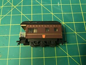 HO Scale Pennsylvania RR/end car -- Walthers