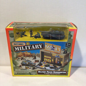 1996 Matchbox Military Police Headquarters 13-Piece Fold Up Playset 67210-2 NEW