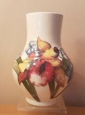 A STUNNING WALTER MOORCROFT FRILLED ORCHID VASE